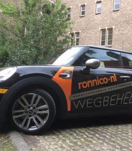 Ronnico - nieuwe zwarte auto